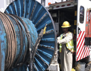 LADWP crews working to repair damaged cable at 6th and Oxford.